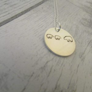 mamma bear silver round disc necklace two baby bears with mumma bear attached to an 18inch trace chain